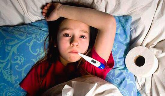 Ребенок с фолликулярной ангиной