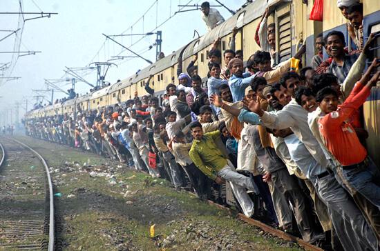 Чем больше людей окружают вас в общественном транспорте, тем выше риск заразиться здесь ангиной.