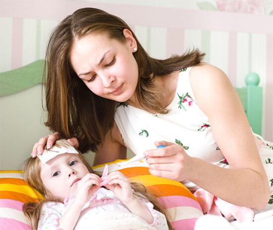 Мать с больным ребенком