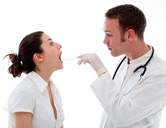 Повторная или непрекращающаяся ангина после приема антибиотиков может быть признаком как хронического процесса, так и просто неэффективности конкретного лекарства.