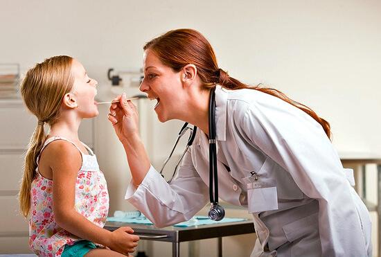 В период эпидемий ОРВИ безопаснее вызывать врача на дом, а не ходить в поликлинику и цеплять новые вирусы.