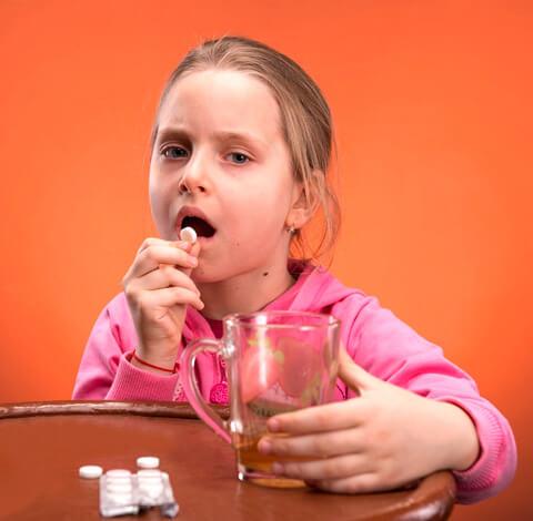 Антибиотики при ангине у детей выбираются по многим параметрам; из них некоторые может корректно оценить только врач.