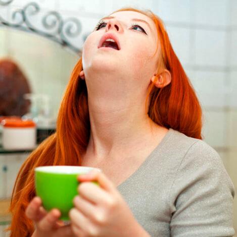 Правильные полоскания горла должны проводиться 4-5 раз в день только теплыми жидкостями.