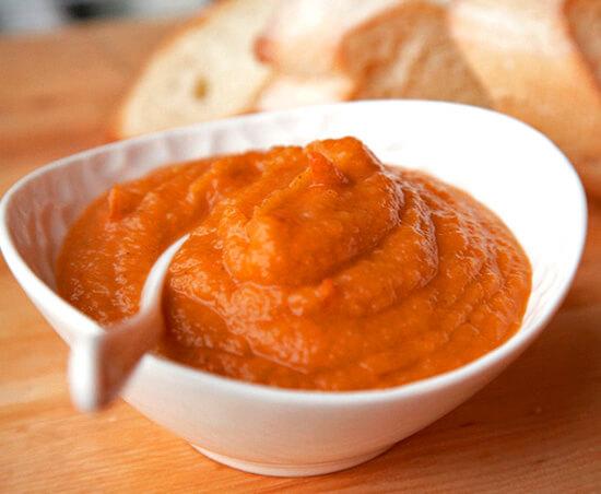 Больные с воспаленной глоткой зачастую не способны проглотить кусок плохо пережеванного хлеба или яблока.