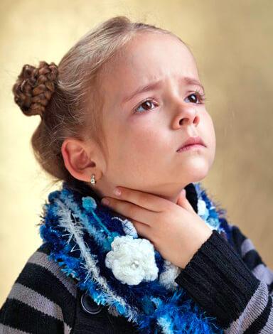 Пытаясь вылечить гнойную ангину у ребенка без антибиотиков, вы обрекаете его на очень долгие (возможно, пожизненные) страдания.