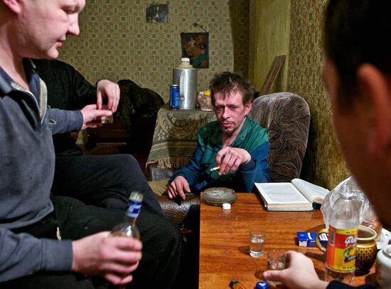Алкоголизм и курение значительно ослабляют иммунитет и делают организм более восприимчивым к вирусным инфекциям.
