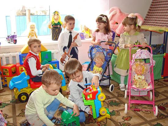Распространению вирусных инфекциях в детских садах способствует также повальное нарушение санитарных правил и недостаточное проветривание помещений.