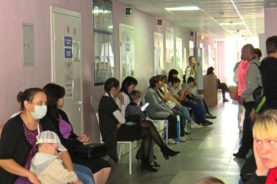 Родителям нужно использовать все возможности, чтобы сократить время пребывания в поликлинике до минимума.