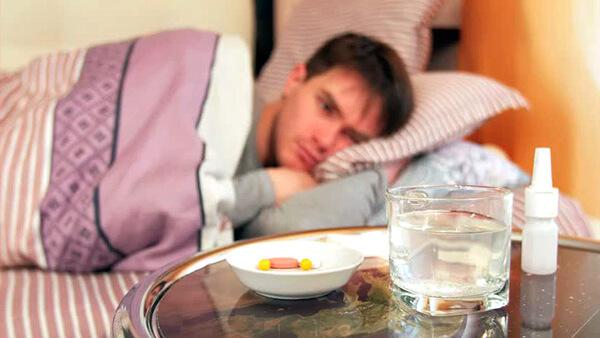 Минимум 3-4 дня при гнойной ангине придется терпеть сильное недомогание и лежать в постели. Дальше будет легче...