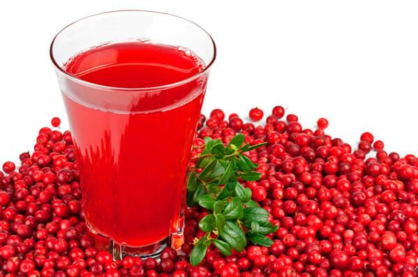 Клюквенный морс - вполне употребимый при гнойной ангине напиток.