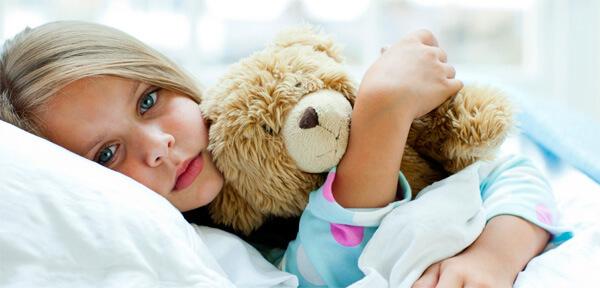 Специфика насморка такова, что все болезни, вызывающие его, либо проходят сами по себе и не требуют лечения, либо должны лечиться только в условиях больницы. Давайте разберемся, почему так...