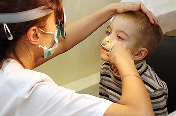 Аденоиды - та причина заложенности носа, которую в домашних условиях диагностировать практически невозможно.