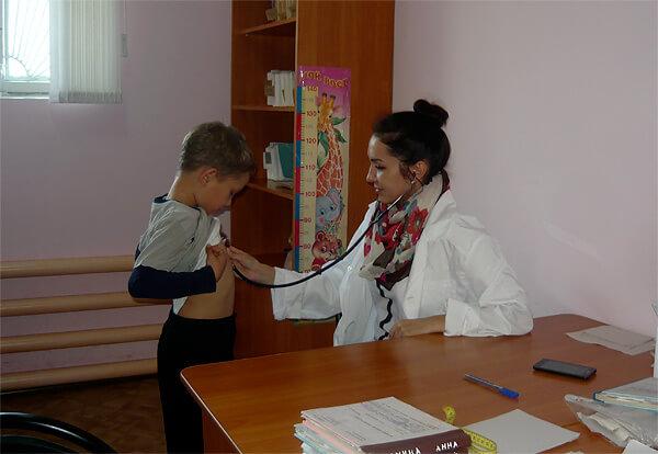 Прививку следует делать по согласованию с педиатром, чтобы она не нарушила нормальный график вакцинации.