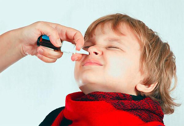 Чаще всего отравления Нафтизином у детей происходят, когда им закапывают Нафтизин слишком часто, слишком много или в слишком высокой дозировке.