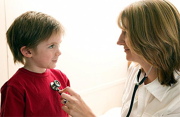 Шумы в сердце у ребенка могут перерасти в порок в более позднем возрасте.