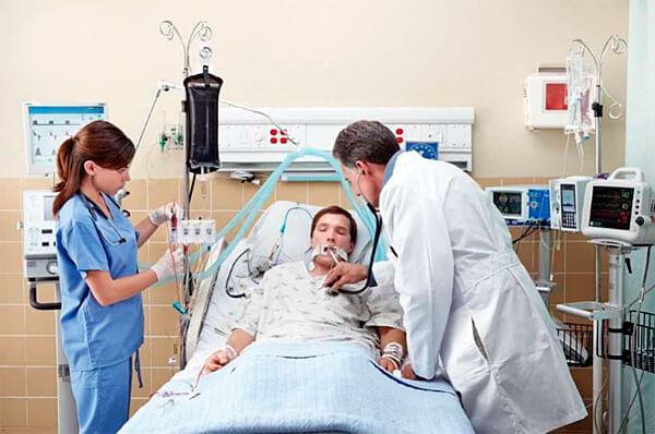 Из-за риска комы гломерулонефрит является смертельно опасным осложнением ангины.